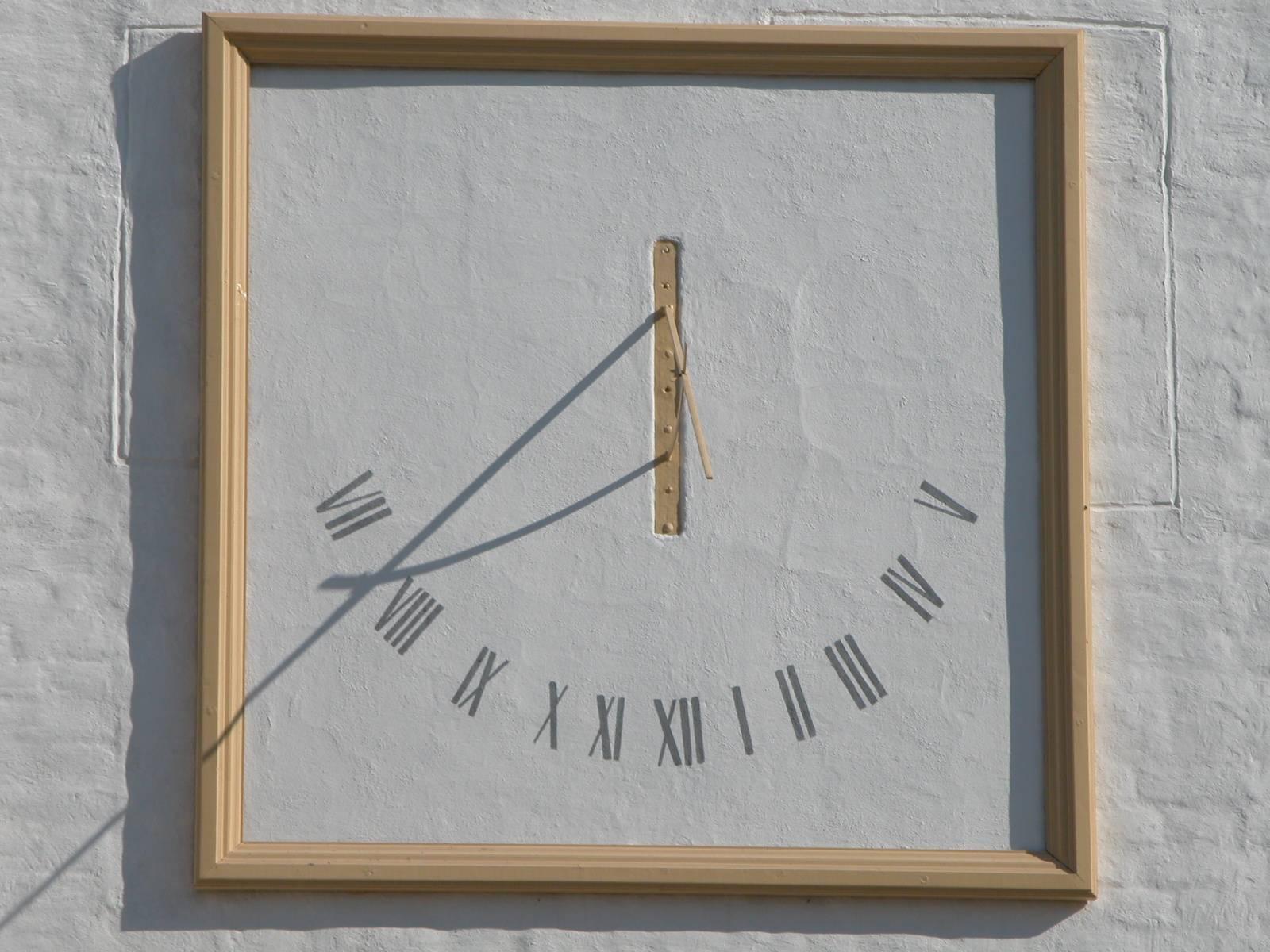 Как сделать горизонтальные солнечные часы своими руками для детей